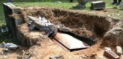 Charlton Heston Grave